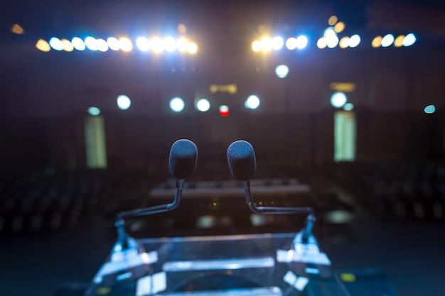 Relatore sul palco Foto Premium