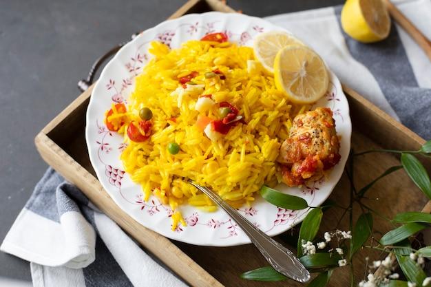 Ricetta indiana con mais e pomodori di riso Foto Gratuite