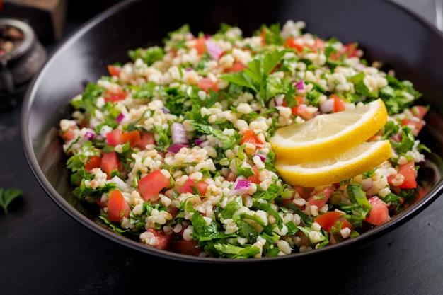 Ricetta mediorientale di verdure e grano tipo cous cous Foto Gratuite