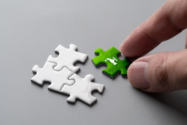 Ricicli l'icona sul puzzle per il concetto di eco & verde Foto Premium