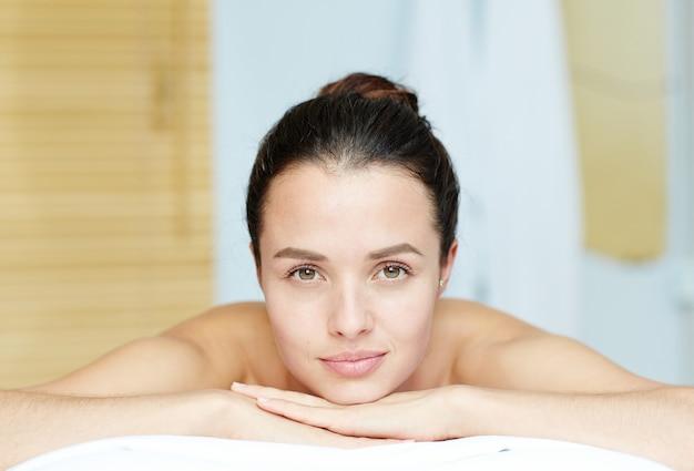 Rilassarsi nella sauna Foto Gratuite