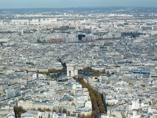 Ripresa aerea di parigi con grattacieli moderni ed eccezionale architettura antica Foto Gratuite
