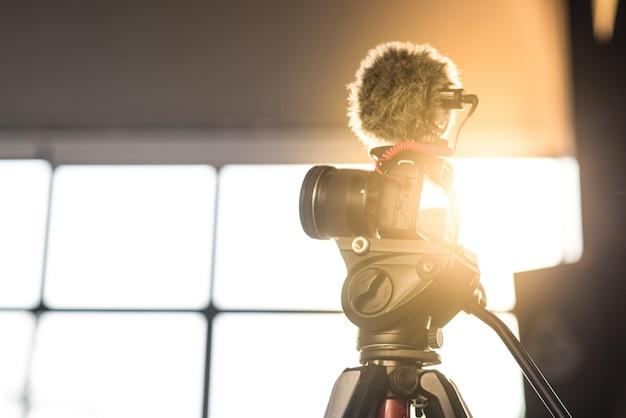 Riprese fotografiche, riprese di filmati, riprese, su treppiede Foto Premium
