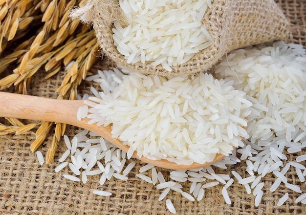Riso bianco (riso thai jasmine) e riso non lavorato Foto Premium