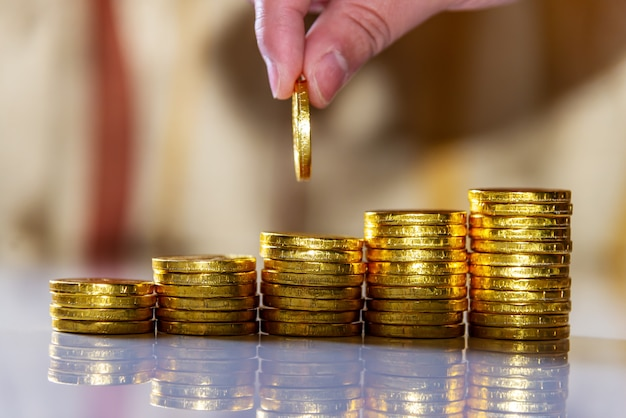 Risparmiare denaro e conto bancario per il concetto di business finanziario Foto Premium