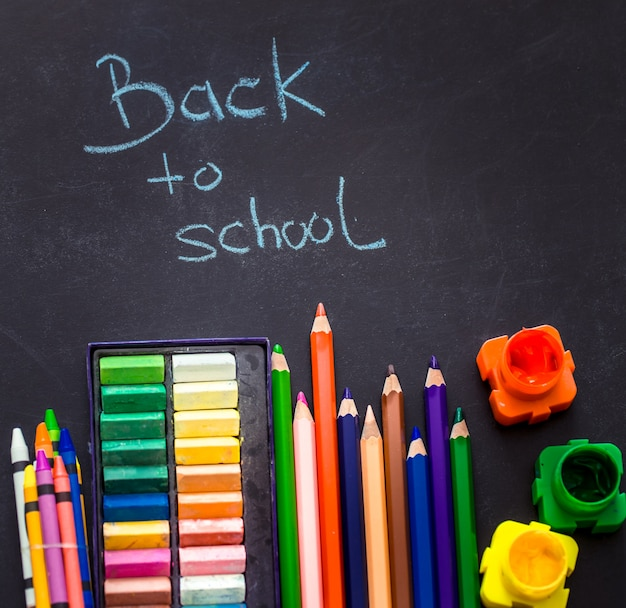 Ritorno a scuola, materiale scolastico Foto Gratuite