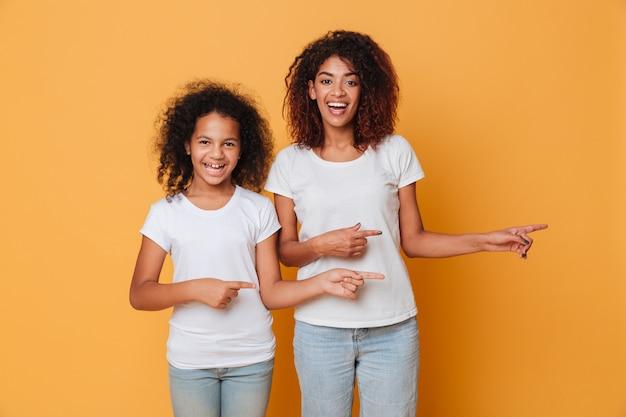 Ritratto delle due sorelle afroamericane sorridenti Foto Gratuite
