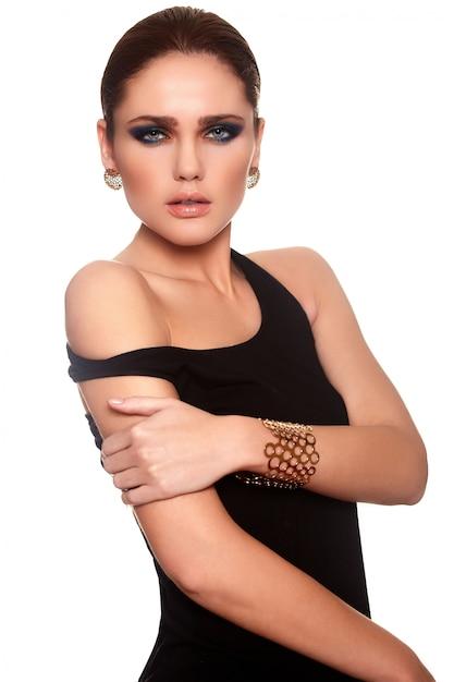Ritratto di alta moda look.glamor di bello modello sexy giovane donna alla moda caucasica con labbra succose Foto Gratuite