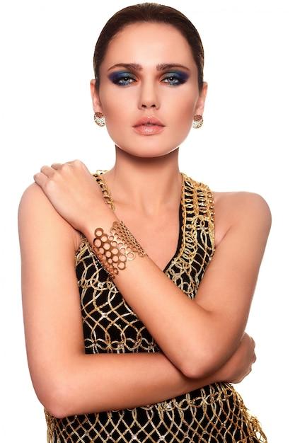 Ritratto di alta moda look.glamor di bello modello sexy giovane donna alla moda caucasica con labbro succoso e trucco luminoso Foto Gratuite