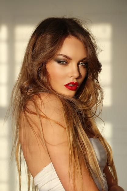 Ritratto di bella donna Foto Gratuite