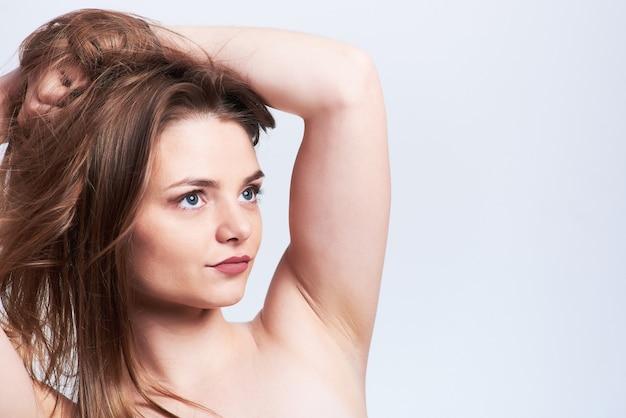 Ritratto di bellezza di giovane donna Foto Premium