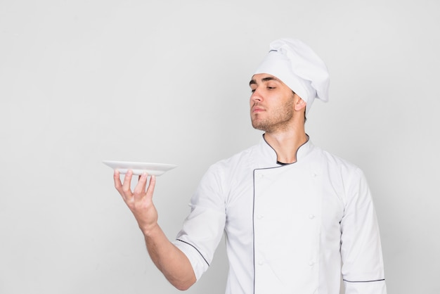 Ritratto di chef con piastra Foto Gratuite