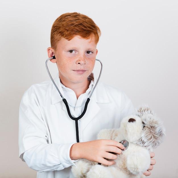 Ritratto di chid con stetoscopio Foto Gratuite