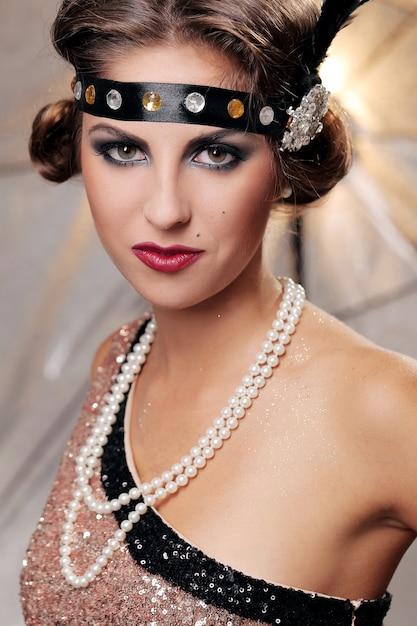 Ritratto di donna elegante seria Foto Gratuite