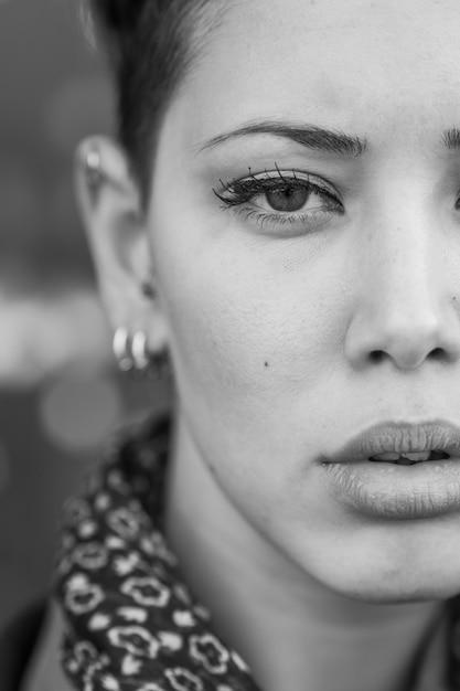 Popolare Ritratto di donna in bianco e nero | Scaricare foto gratis BO17