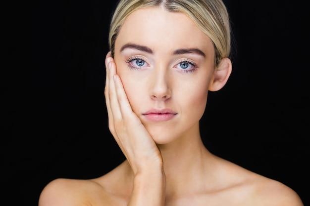 Ritratto di donna in posa Foto Premium