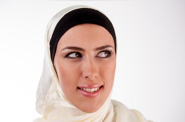 Ritratto di donna musulmana Foto Premium