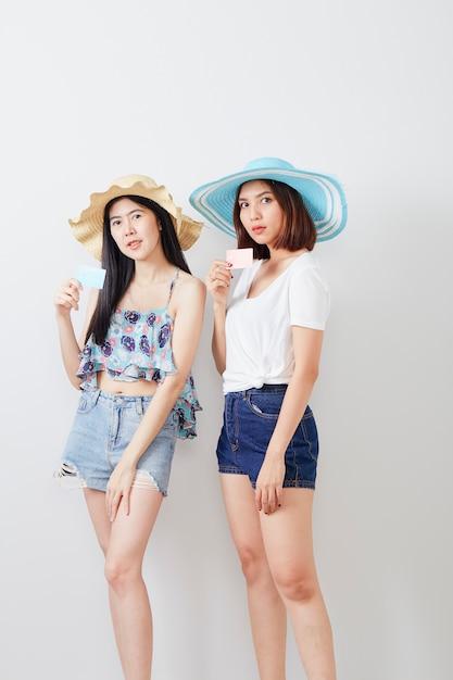 Ritratto di due ragazze hipster Foto Premium