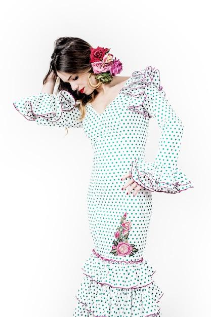 444064722114 Ritratto di giovane ballerina di flamenco in abito bello con sfondo ...