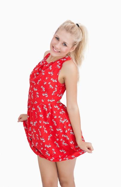 the best attitude 82548 0724b Ritratto di giovane donna in abito rosso estivo | Scaricare ...