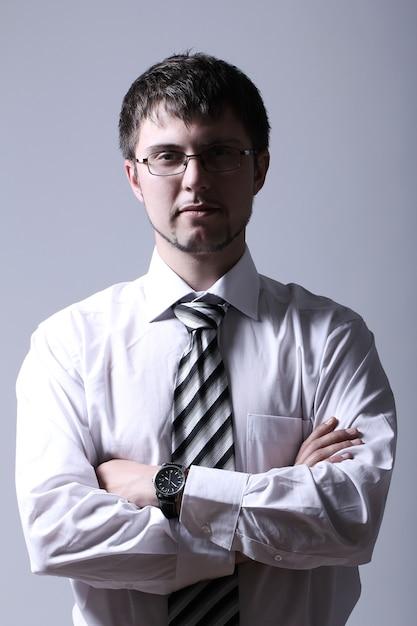 Ritratto di giovane uomo d'affari bello Foto Gratuite