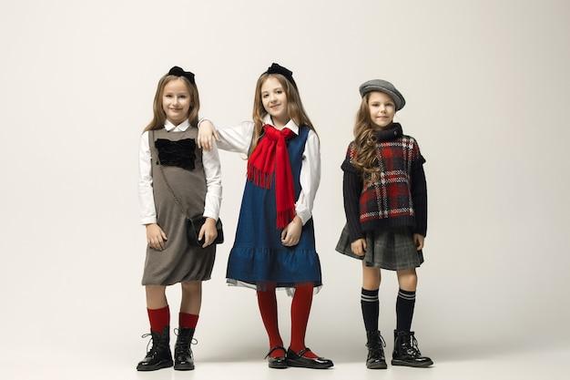 Ritratto di giovani belle ragazze adolescenti Foto Gratuite