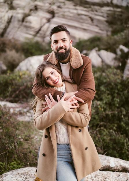 Ritratto di giovani coppie sorridenti Foto Gratuite