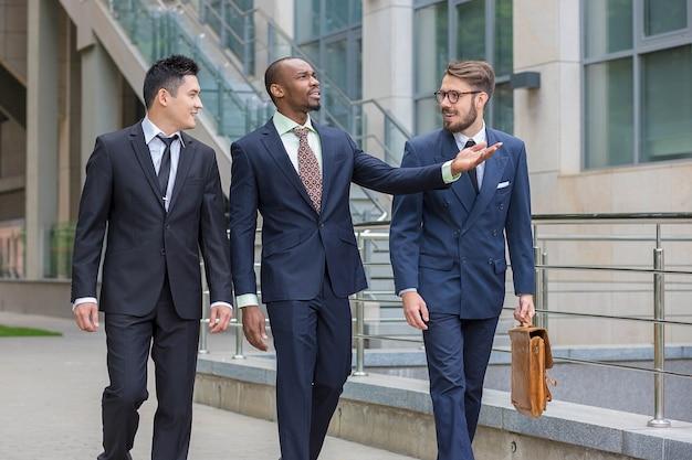Ritratto di multi etnica squadra di affari Foto Gratuite