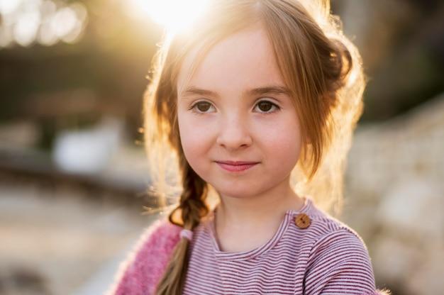 Ritratto di ragazza carina innocente Foto Gratuite