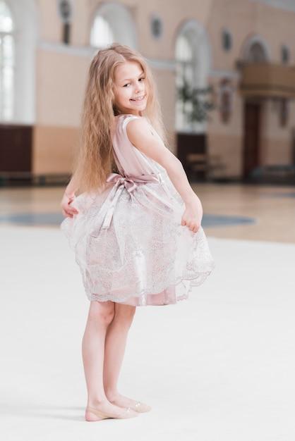 Ritratto di ragazza carina piccola ballerina Foto Gratuite