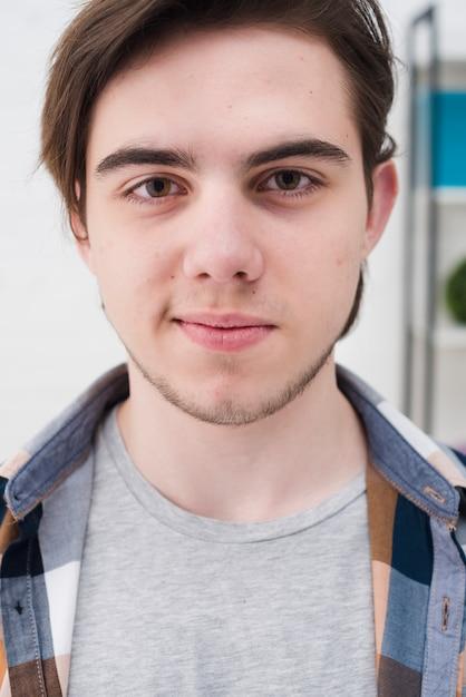 Ritratto di ragazzo adolescente Foto Gratuite