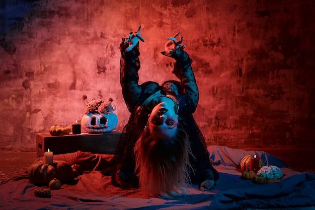 Ritratto di strega con il trucco di halloween Foto Premium