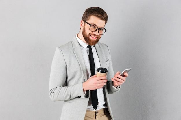 Ritratto di un uomo d'affari bello Foto Gratuite
