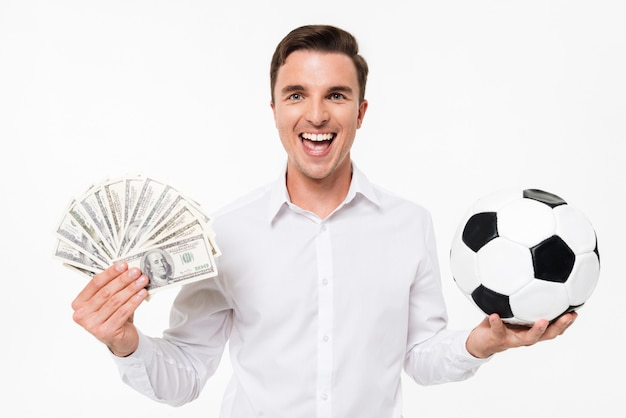 Ritratto di un uomo felice allegro in camicia bianca Foto Gratuite