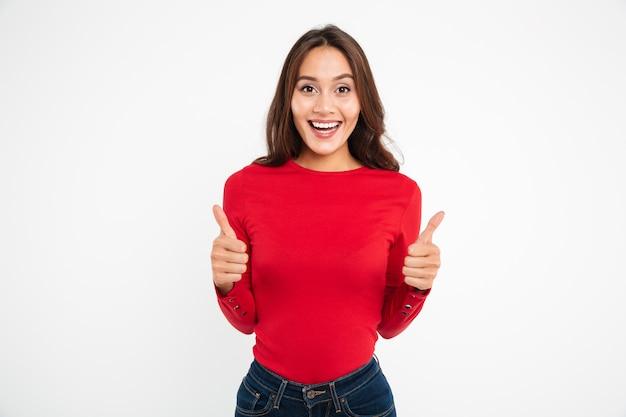 Ritratto di una donna asiatica attraente felice Foto Gratuite