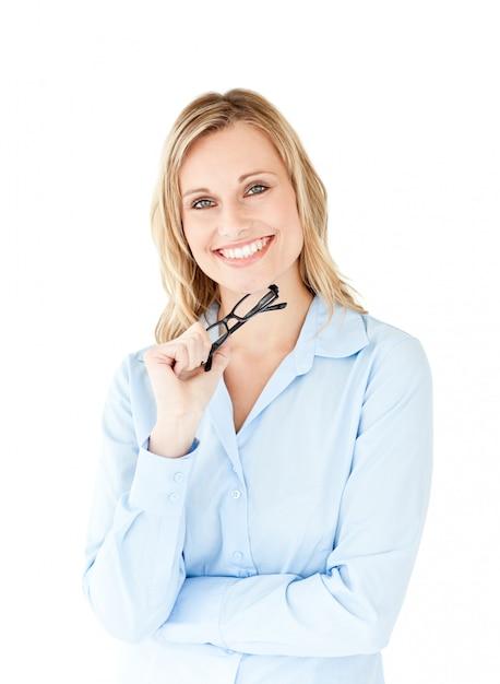 Ritratto di una donna d'affari di successo tenendo occhiali Foto Premium