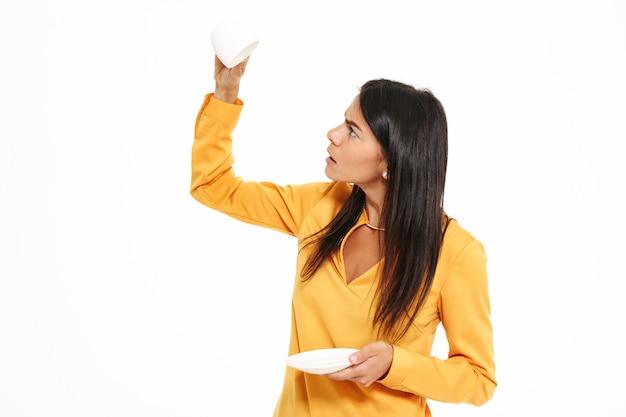 Ritratto di una giovane donna confusa Foto Gratuite