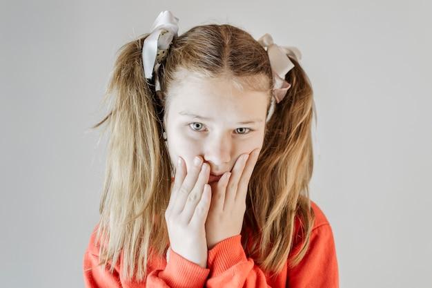 Ritratto di una ragazza infelice Foto Gratuite