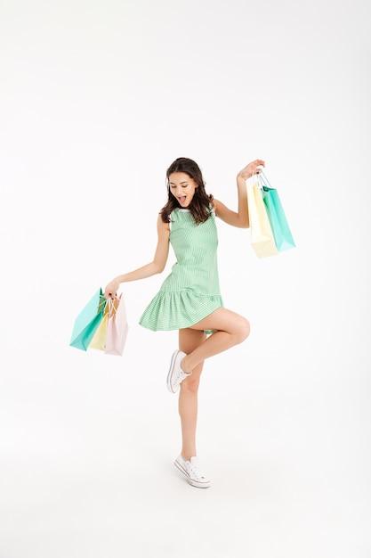 Ritratto integrale di una ragazza allegra in vestito Foto Gratuite