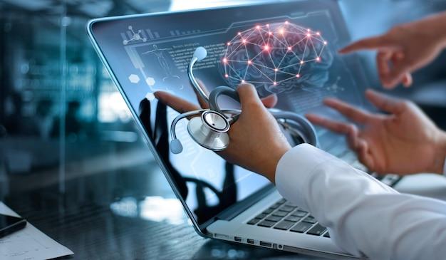 Riunione e analisi del team medico di medicina. Foto Premium