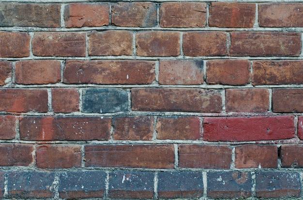 Rivestimento di muro di mattoni rossi vintage rustico con cuciture in cemento Foto Premium
