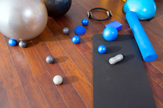 Roba aerobica di pilates come anello magico con palline opache Foto Premium