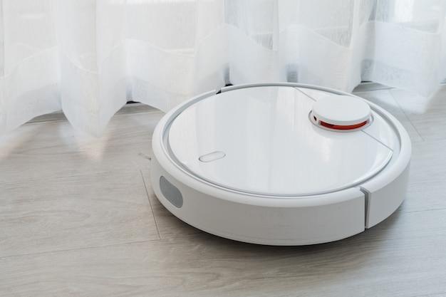 Robot aspirapolvere, aspirapolvere a pavimento Foto Premium