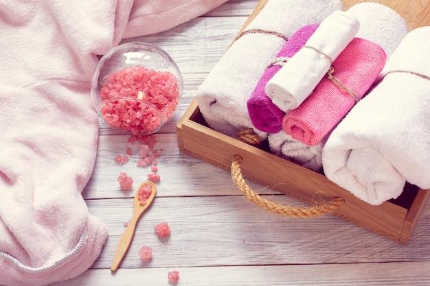 Rosa set di accessori da bagno per spa Foto Premium