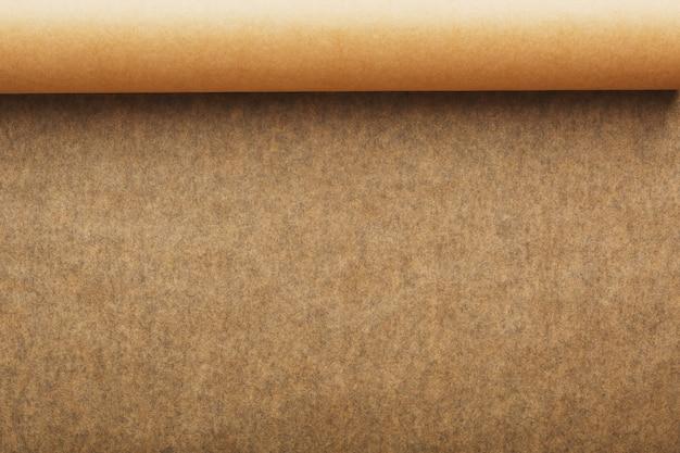 Rotolo di carta pergamena marrone aperta per cuocere gli alimenti Foto Premium