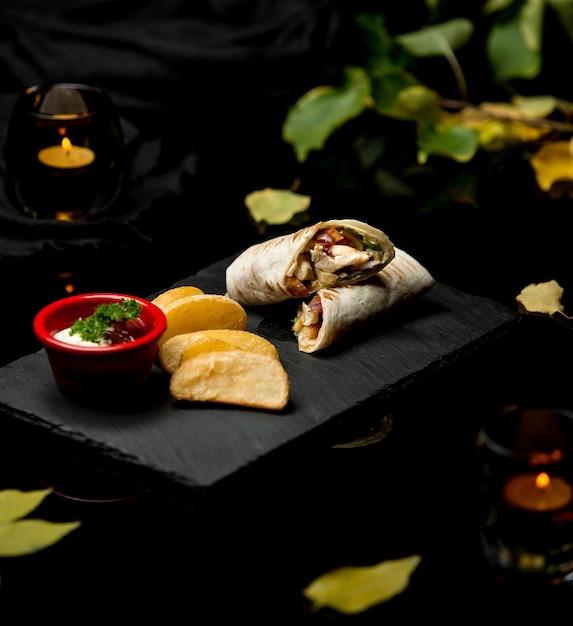 Rotolo di pollo lavash e patate fatte in casa Foto Gratuite
