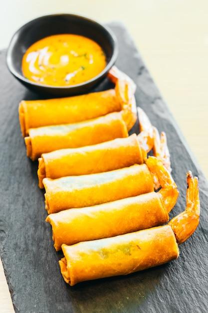Rotolo di primavera fritto con gamberetti Foto Gratuite