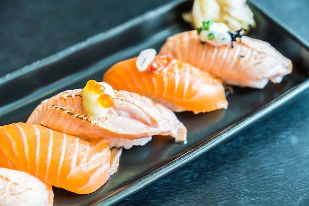 Rotolo di sushi di salmone Foto Gratuite