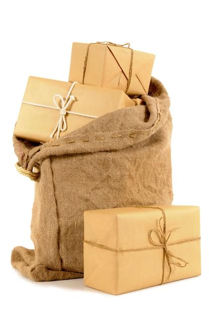 Sacchetto della posta pieno di pacchi di carta marrone Foto Gratuite