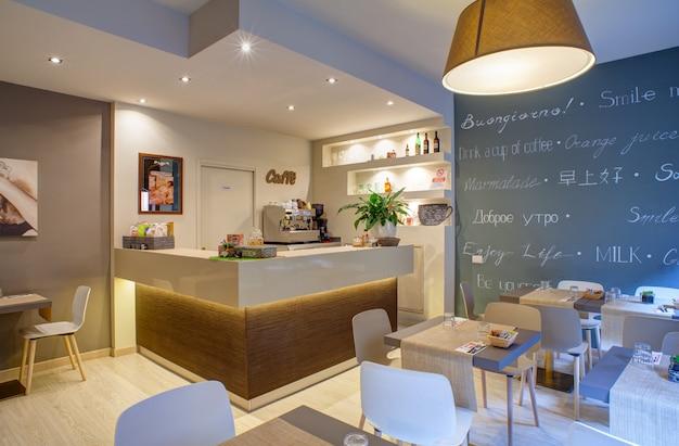 Sala colazione dell'hotel ares Foto Premium